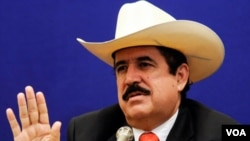 """La Corte Suprema de Justicia apunta que """"Zelaya no puede retornar a la presidencia si no se somete a la Justicia""""."""