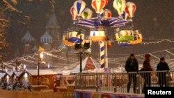 俄罗斯聚集在红场附近庆祝新年和圣诞