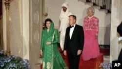 بے نظیر بھٹو صدر جارج بش (سینئر) کے ساتھ