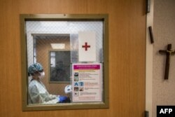 Registered nurse Christie Lindog works at the Cardiovascular Intensive Care Unit at Providence Cedars-Sinai Tarzana Medical Center in Tarzana, California on September 2, 2021. (Photo by Apu GOMES / AFP)