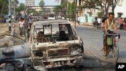 Suasana di Meikhtila wilayah Mandalay, sekitar 550 kilometer sebelah utara Rangoon, Burma pasca kekerasan sektarian, Sabtu (23/6). Pejabat setempat melaporkan kekerasan sektarian telah menyebar mendekati jantung Burma, dengan adanya dua masjid dan puluhan rumah yang hancur dalam aksi terbaru, Selasa (26/3).