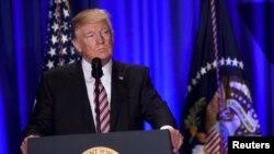 Tổng thống Donald Trump phát biểu tại một cuộc tập họp của các nhà hoạch định chính sách của Ðảng Cộng hòa ở Philadelphia, 26/1/2017.