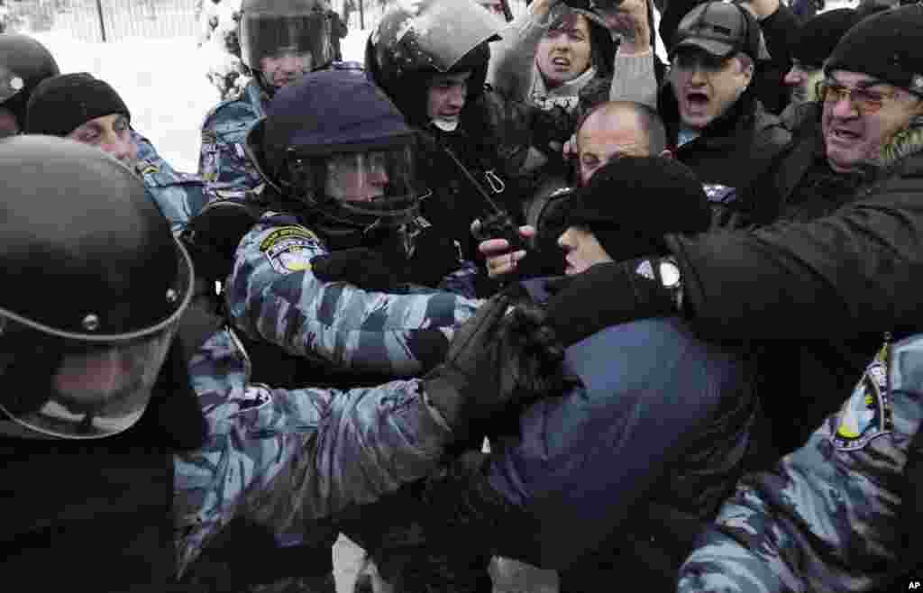 Activists from Svoboda fight with riot police in front of parliament, Kyiv, Ukraine, December 12, 2012.