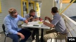 Клієнти віддають перевагу столикам на вулиці