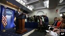美國總統奧巴馬星期一在白宮講述如何準備應對桑迪颶風