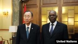 José Eduardo dos Santos, com o secretário-geral da ONU, Ban Ki-moon (foto de arquivo)