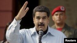 El presidente Nicolás Maduro decretó los viernes de abril y mayo como no laborables para ahorrar energía.