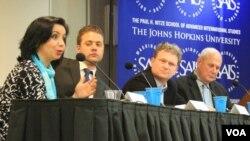 Navbahor Imamova, Niklas Norling, Shon Roberts va Fred Starr, Jons Xopkins Universiteti, 27-mart, 2013 (Suratga bossangiz kattalashadi)
