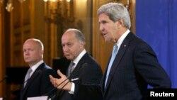 16일 존 케리 미국 국무장관과 로랑 파비우스 프랑스 외무장관, 윌리엄 헤이그 영국 외무장관(오른쪽 부터)이 파리에서 시리아 사태에 대해 논의한 후 공동 기자회견을 가졌다.