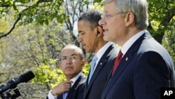 美国总统奥巴马(中)、加拿大总理哈珀(右)和墨西哥总统卡尔德龙4月2号在白宫举行记者招待会