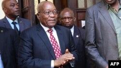 L'ancien président sud-africain, Jacob Zuma, au sortir du tribunal à Durban, le 8 juin 2018.