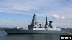 Kapal Perusak Inggris HMS Defender tiba di pelabuhan Odessa, Laut Hitam di Ukraina (18/6).
