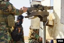 Peshmerga take aim at an IS position, Nov. 7, 2016. (J. Dettmer/VOA)