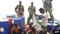 Somalili Korsanlar Tayvan Gemisini Kaçırdı