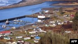 Деревня в опасной близости к океану