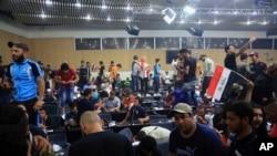Sədr tərəfdaarları Bağdadda İraq parlamentinin binasını ələ keçirib