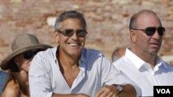 """George Clooney dijo que """"vamos a trabajar con la comunidad internacional para hacer más severas las sanciones""""."""