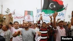 5月7日,抗议者在利比亚首都示威,要求禁止卡扎菲时代的官员任公职