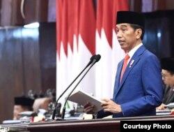 Presiden Joko Widodo menyampaikan pidato pada rapat paripurna pembukaan persidangan I DPR RI Tahun 2019-2020, di Gedung DPR/MPR RI, Senayan, Jakarta, 16 Agustus 2019. (Foto: Biro Pers)