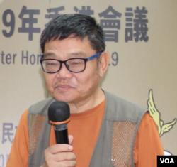 徐泽荣在2019年独立中文笔会香港年会上发言 (美国之音记者申华拍摄)