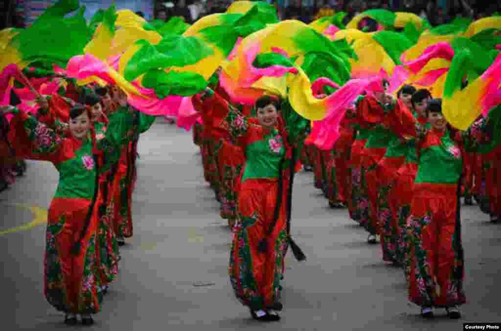 延安城元宵节的秧歌表演