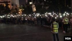 """近千香港市民11月17日晚在位于中环的遮打花园举行""""愿你荣光归香港""""集会。"""
