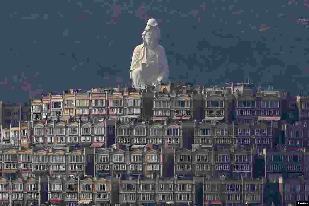 ہانگ کانگ میں بدھ مت کا ایک مجسمہ۔