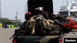 Des militaires ivoiriens patrouillent à Abidjan, Côte d'Ivoire, 18 janvier 2017.