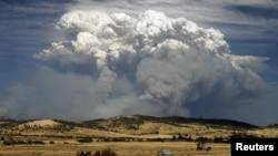 4일 태즈매이니아 주 산불로 인한 연기가 주도 호바르트 동쪽 25km 지역의 하늘을 뒤덮고 있다.