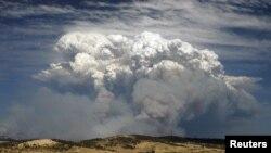 Khói của đám cháy rừng ở Hobart, bang đảo Tasmaniain, Australia, 4/1/2013
