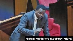 Godbless Lema mbunge wa Arusha akitoa hoja bungeni