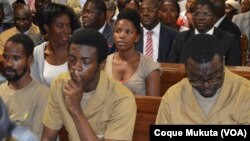 Activistas angolanos em tribunal.