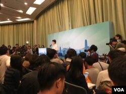 剛辭職獲北京批准的前香港政務司司長林鄭月娥正式宣佈參與特首選舉。(美國之音湯惠芸攝)