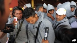 Cambodian trafficked fishermen return from Indonesia after being freed or escaping from slave-like conditions on Thai fishing vessels, talks to journalists at the Phnom Penh International airport, file photo.