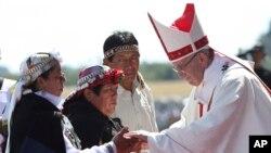 Papa sa starosedeocima u gradu Temuko u Čileu