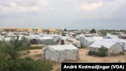 Vue du camp des réfugiés et retournés centrafricains à N'Djamena, Tchad, le 2 octobre 2019. (VOA/André Kodmadjingar)