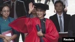 昂山素姬接受了牛津大學授予的榮譽博士學位