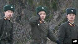 북중 국경지대를 순찰하는 북한군 (자료사진)
