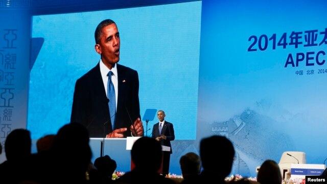 El presidente Barack Obama habla durante la cumbre de los l�deres empresariales de la APEC en Beij�n.