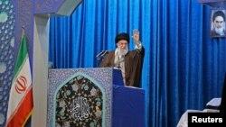 Iranski vrhovni vođa ajatola Ali Hamenei obraća se Irancima tokom molitvi petkom, Teheran, 17. januar 2020.