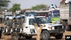 Pasukan penjaga perdamaian PBB melakukan patroli di Darfur, Sudan (foto: dok).