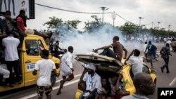Police ezali kpanza bato na gaz lacrymogène na boulevard Lumumba na Limete, Kinshasa, 27 novembre 2018.