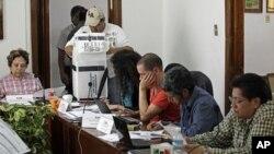 Giới chức bầu cử bắt đầu kiểm phiếu ở Mexico City, 4/7/2012
