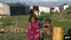 AQSh Kongressi Afg'onistonda yordam dasturlarini qayta ko'rib chiqishga chaqirmoqda
