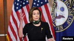 낸시 펠로시 미국 하원의장이 14일 의회에서 기자회견을 했다.