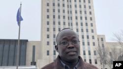 Ông Reuben Panchol, di dân người Sudan, hình chụp ngày 6/12/2019, tại Quốc hội bang North Dakota ở Bismarck.