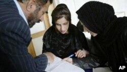 Dưới thời Taliban cầm quyền, nữ giới không được làm việc hoặc tới trường