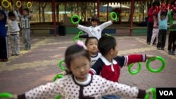 Anak-anak Tiongkok bermain di sebuah Taman Kanak-Kanak. Sejumlah anak yang diculik oleh geng di Tiongkok, biasanya dipaksa melakukan kejahatan seperti mencopet (foto: ilustrasi).