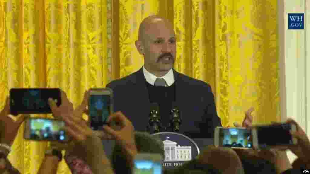 مراسم نوروز در کاخ سفید با صحبتهای ماز جبرانی کمدین ایرانی آمریکایی آغاز شد و او به شوخی گفت که حضورش بخشی از توافق هسته ای است
