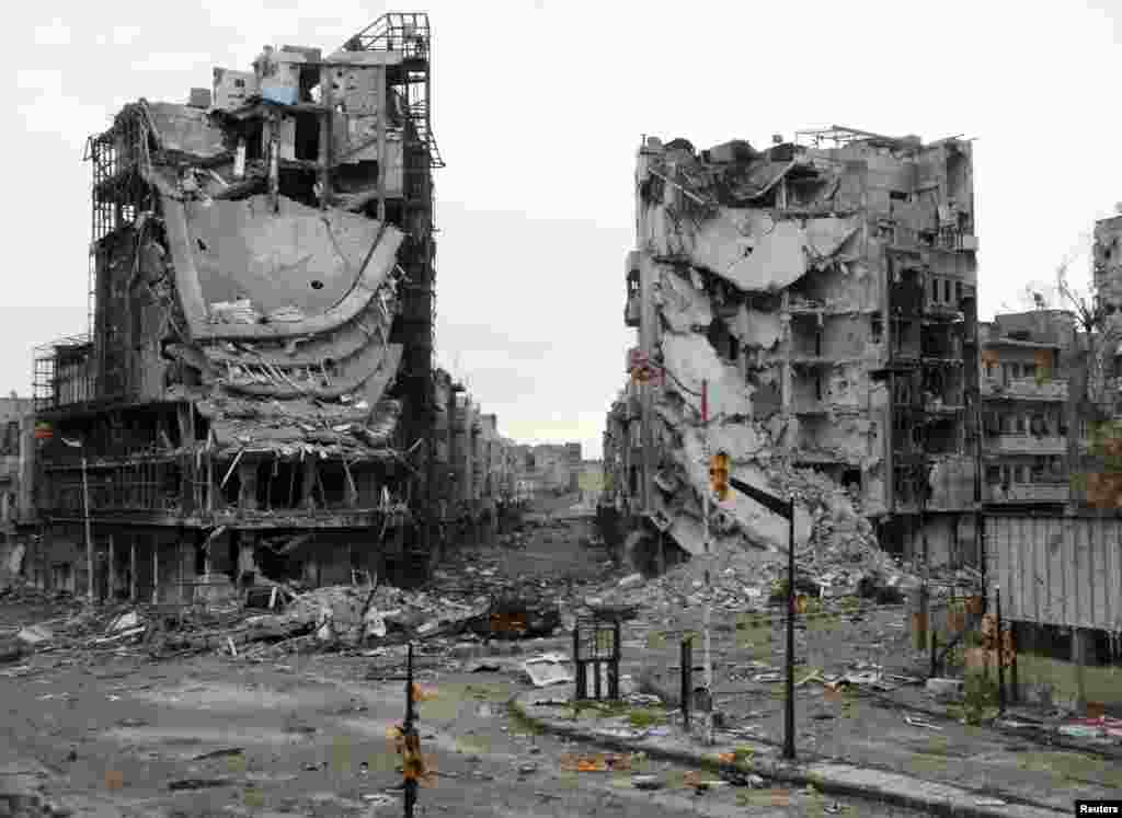 Destroyed buildings are seen on a deserted street in Homs, Syria, January 30, 2013.